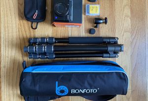 Sony Cyber-Shot camera BUNDLE for Sale in Chicago, IL