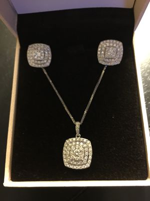Earring 1.00 cw and necklace 1.50 cw 14k white gold, brand new. for Sale in Salinas, CA