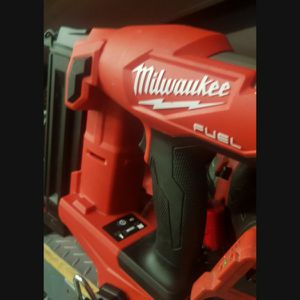 MILWUAKEE M18 FUEL BRUSHLESS 18GA FINISH NILER TOOL ONLY for Sale in San Bernardino, CA