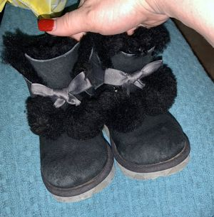 Authentic toddler girl Ugg boots size 9 for Sale in Live Oak, TX