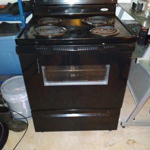 Whirlpool Electric Stove for Sale in McDonough, GA