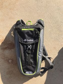 Trail hydration backpack 2l capacity for Sale in Hesperia,  CA