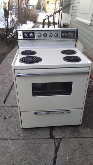 Electric oven runs like a champ 50 bucks or best offer for Sale in Rapid City, SD