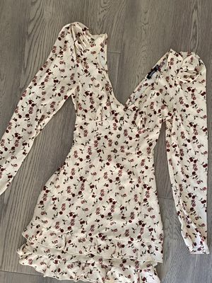 Boohoo Floral Dress - Size Small / Size 4 for Sale in Los Gatos, CA