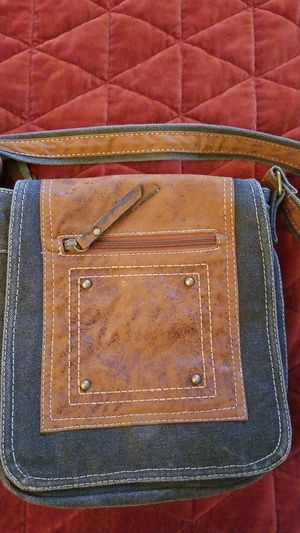 Cross shoulder bag from Australia 4 pockets for Sale in IND HEAD PARK, IL