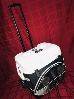 """Black/Silver Icy Tunes 40 QT Igloo Cooler w Radio Speakers Approx: 19""""x15x19""""T for Sale in Las Vegas, NV"""