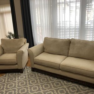 2 piece leaving room set . Couch and Chair. for Sale in Oregon City, OR