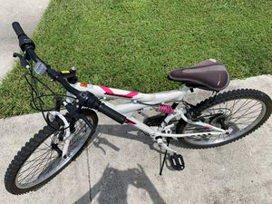 24 inch womens bike for Sale in Parkland, FL
