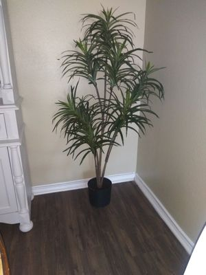 Pair of artificial plants for Sale in Helotes, TX