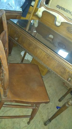 Antique desk and chair for Sale in El Monte, CA