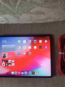 IPad Pro 12.9 256 with Face ID - Front Back Folio Cover 10 Foot Cable - Space Gray for Sale in Tappan,  NY