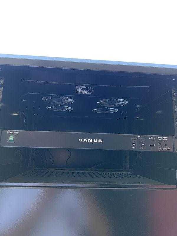 Computer hardware shelf