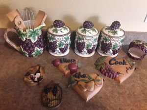 Vinyard kitchen canisters collection. for Sale in Lexington, KY