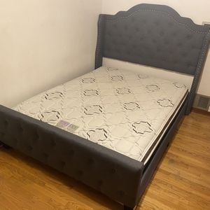 Queen bed frame with matresses for Sale in Alhambra, CA