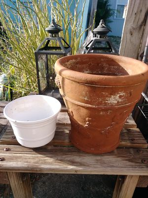 2 planter pots/vases for flowers for Sale in Fort Myers, FL