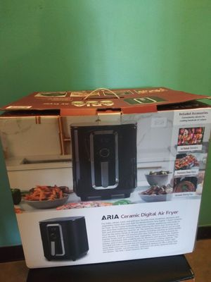 Aria 7 qt 1700 watts ceramic digital air fryer for Sale in Addison, IL