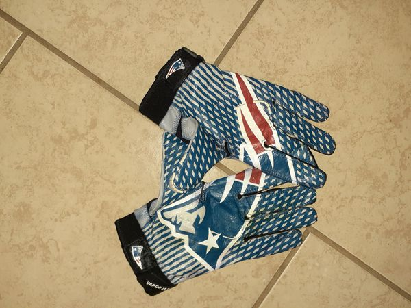 Nike Field New England Patriots glove