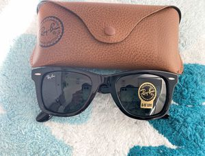 Brand New Authentic Wayfarer Sunglasses for Sale in Fort Worth, TX