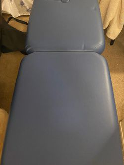 Blue Massage Table for Sale in Auburn,  WA