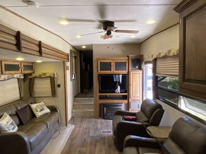2015 5th Wheel Camper for Sale in El Paso, TX