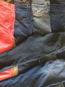 Womens Size 8 Bundle Of Jeans! for Sale in Davison,  MI