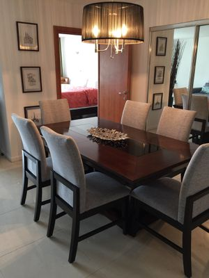 Dining table with 6 chairs, like new, It expands to accommodate 8 to 10 people. for Sale in Miami Gardens, FL