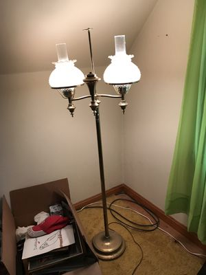 Vintage hurricane 3 way floor lamp for Sale in Parma, OH