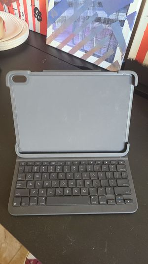 iPad Pro Logitech slim folio case for Sale in Los Angeles, CA