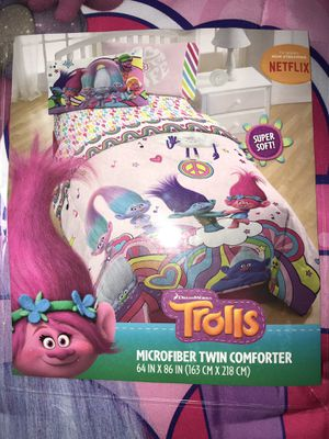 New TROLLS MICROFIBER TWIN COMFORTER for Sale in Diamond Bar, CA