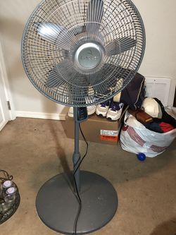 Lasso GB-18RP5 Oscillating and thermostat fan for Sale in Seattle,  WA