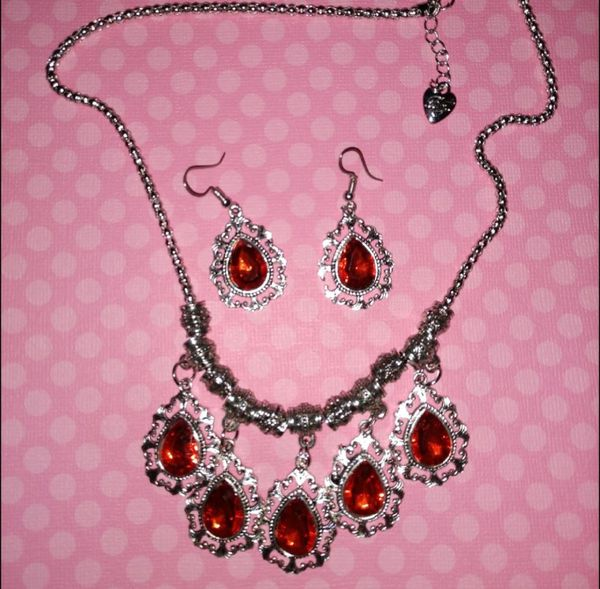 Nwt Betsey Johnson Red Crystal Necklace Set