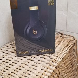 Beats Studio 3 Wireless / Brand New / Factory Sealed for Sale in The Bronx, NY