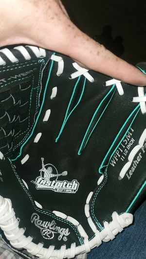 Rawlings fast pitch softball glove for Sale in Parker, CO