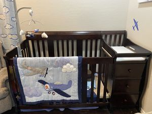 Infant to Toddler Crib & changing table for Sale in Chandler, AZ