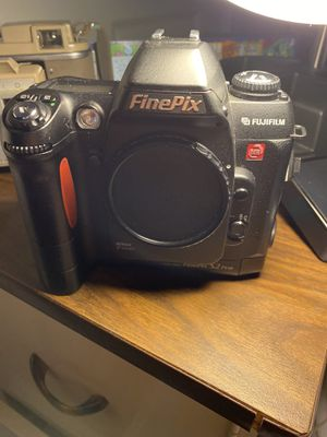 Finepix part Nikon part fugi body works great for Sale in Chicopee, MA