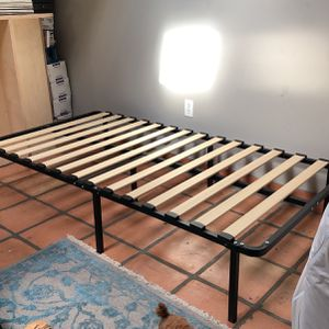 Twin Platform Bed Frame & Matress for Sale in Los Angeles, CA