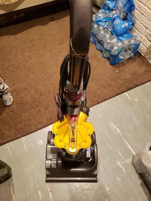 Dyson dc33 vacuum for Sale in Brentwood, MD
