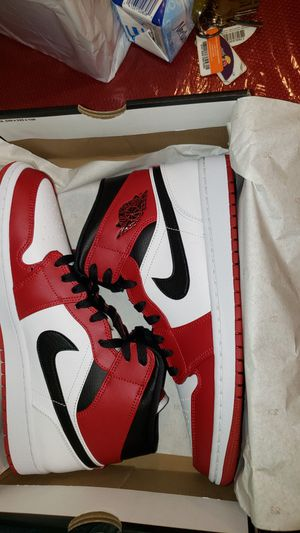 """Air Jordan 1 Mid """"Chicago"""" size -12 for Sale in Bloomfield, CT"""