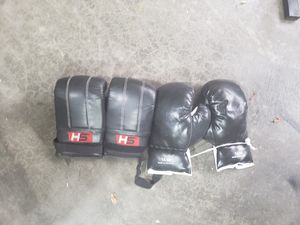 Boxing punching heavy bag gloves for Sale in Lake Stevens, WA