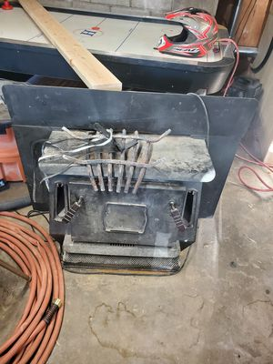 Free Fireplace insert, Wood burning stove, very heavy need it gone for Sale in Pinetop-Lakeside, AZ