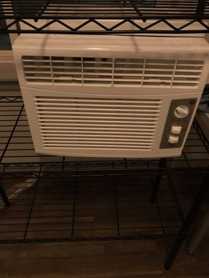 GE 150-sq ft window ac unit (5000 btu) for Sale in Seattle, WA