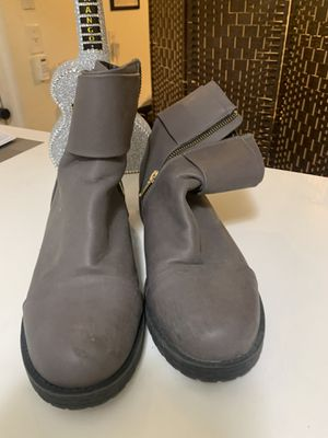 Gray mid boots/ botas grises casuales for Sale in North Bay Village, FL