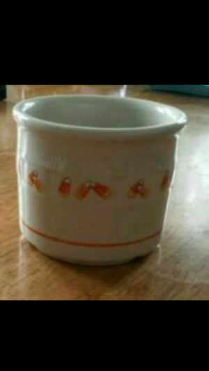 LONGABERGER POTTERY CANDY CORN CROCK for Sale in St. Louis, MO