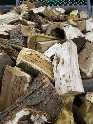Firewood pick up or delivered 🔥🔥🔥 for Sale in New Boston, MI