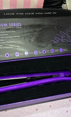 Brand New Straightener (Beyond The Beauty) for Sale in Los Angeles,  CA
