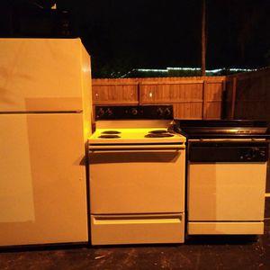 Full Kitchen Set for Sale in Gainesville, FL