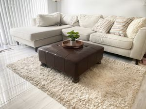 Beautiful ottoman center/coffee table living room decor for Sale in Pembroke Pines, FL
