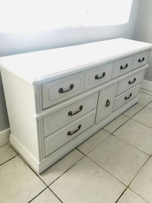 Antique Dresser (All wood!, Fully restored, recently painted) for Sale in Miami, FL