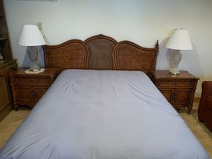 Bedroom Set (5 piece) for Sale in Los Angeles, CA