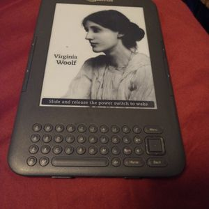 Amazon Kindle 3.3 w/ Keyboard, D00901, WiFi & +free 3G in Good condition for Sale in San Diego, CA